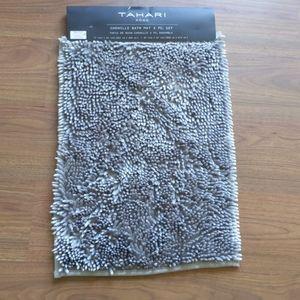 NWT / Tahari bath mat / 24x17
